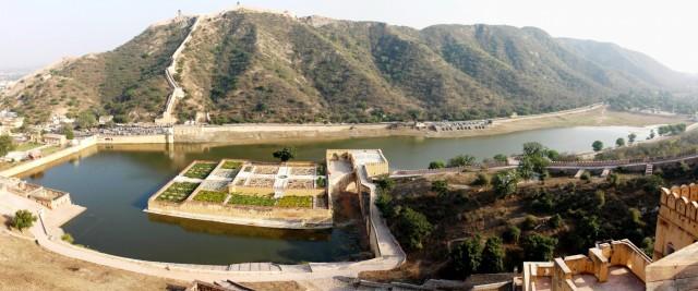 Джайпур, озеро возле Янтарного форта