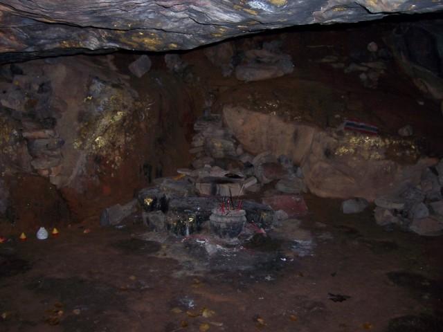 Раджгир Холм Гриддхакута Пещера Будды