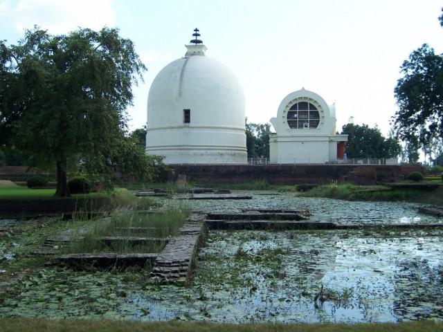 Кушинагар Ступа Нирваны около Храма Махапаранирваны Будды