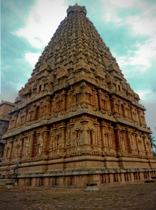 Главная 64 метровая башня Брихадешвара.