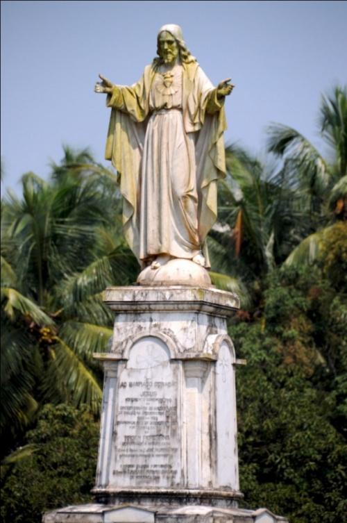 Старый Гоа. Статуя, посвященная Святому Сердцу Иисуса