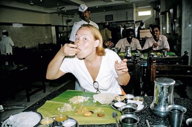 А вресторанах вместо тарелок - пальмовые листья!