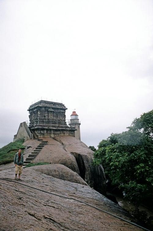 А этот - индусы около 3000 лет назад - на нем разжигался костер