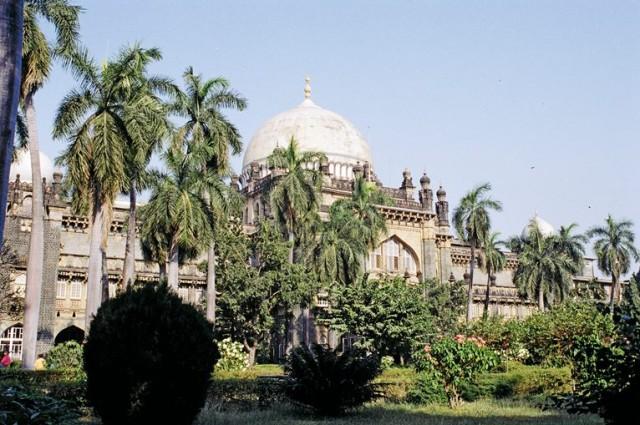 Есть дворцы-музеи и в национальном стиле