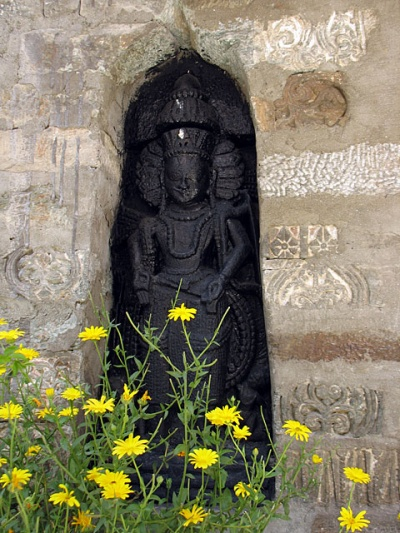 Изображение богини у храма Шивы. Саран.