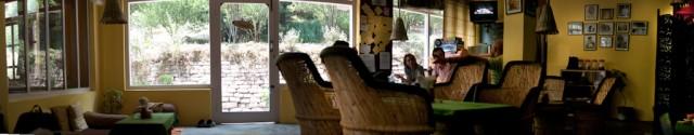 Внутри кафе Driffters в Олд Манали
