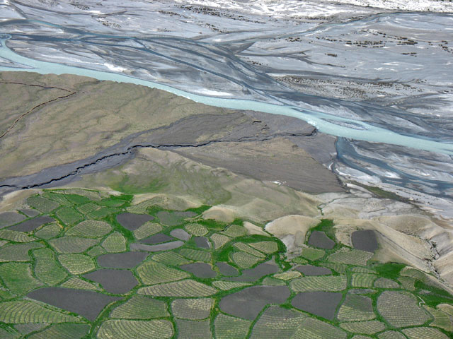Поля и река Спити