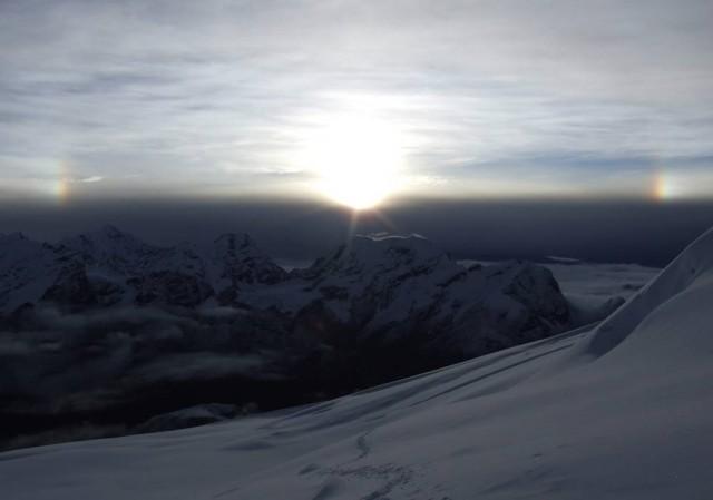Восход над Канченжангой