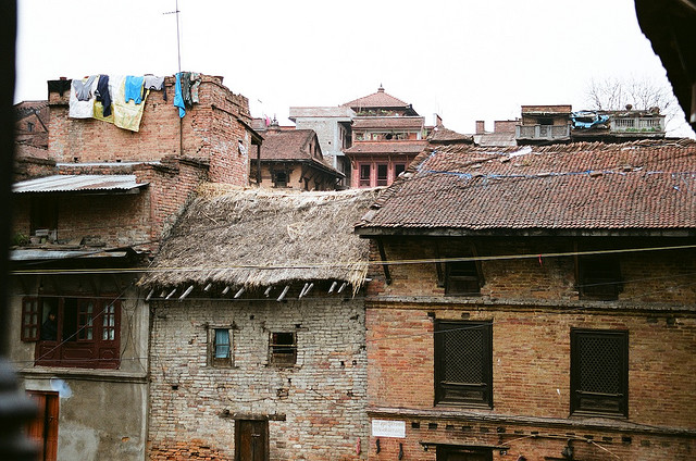 И сам Бхактапур весь глиняный и соломенный