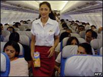 Air India конкурирует с другими компаниями, у которых стюардессы моложе